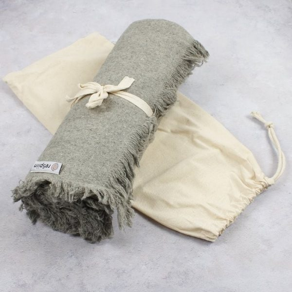 ReSpiin Recycled Wool Throw with Fringe Light Grey With Bag